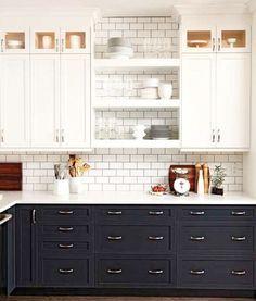Öppen förvaring i köket ger ett luftigt intryck. Plus att det är rätt trevligt att faktiskt visa upp vad som vanligtvis döljer sig bakom skåpluckorna. Här är 18 kreativa förslag på öppen förvaring i olika kök.