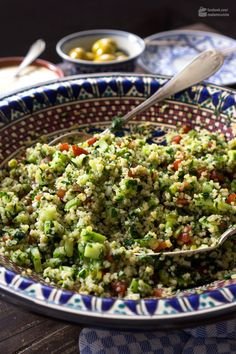Taboulé: Bulgursalat mit Petersilie & Minze – Madame Cuisine Tabbouleh: Bulgur Salad with Parsley & Mint Chicken Hashbrown Casserole, Potatoe Casserole Recipes, Chicken Salad Recipes, Healthy Salad Recipes, Vegetarian Recipes, Salsa Verte, Bulgur Salad, Quinoa Salad, Feta Salat
