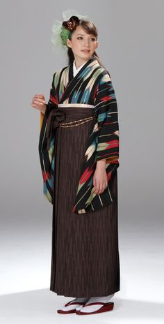 Haregi - arrowhead kimono with brown hakama for rental