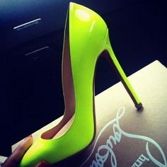 Bright lime green shoes are a must for the winter wardrobe. Will go with any of the dark colors.♥