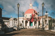 Photographer Omar Z Robles at https://omarzrobles.blog documents ballet dancers around the world.