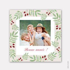 Carte de voeux nouvelle année carrée GUI ET HOUX. Très belle carte de voeux dans les tons rouges et verts pour souhaiter la bonne année à votre entourage ! #newyear #nouvelleannée #nouvelan #happynewyear #bonneannée #meilleursvoeux #family #adorable #cute #cartedevoeux #cartedevoeuxoriginale #cartedevoeuxcréative #cartedevoeuxtraditionnelle #cartedevoeuxadorable #joliecartedevoeux #cartedevoeuxtendance #cartedevoeuxépurée #cartedevoeuxlille #cartedevoeuxmoderne #cartedevoeuxfrance…