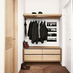 Hat Rack Ideas - Rather of throwing your hats in the corner of the coat closet, build yourself a hat rack to organize and show them nicely. Shoe Rack Plans, Industrial Shoe Rack, Made To Measure Furniture, Wardrobe Furniture, Rack Design, Bespoke Kitchens, Scandinavian Home, Elle Decor, Danish Design