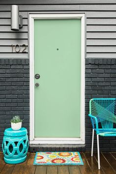 Front Door Paint Colors - Want a quick makeover? Paint your front door a different color. Here a pretty front door color ideas to improve your home's curb appeal and add more style! Best Front Door Colors, Best Front Doors, Front Door Paint Colors, Painted Front Doors, Entrance Decor, Front Door Entrance, Front Door Decor, Entrance Ideas, Hallway Ideas