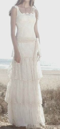 Boho Hippie wedding dress. *LOVE*