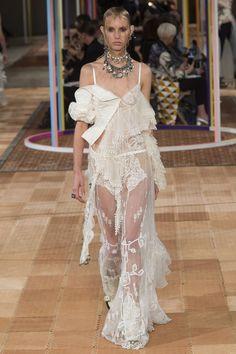 Alexander McQueen Spring/Summer 2018 Ready-To-Wear Collection