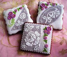 10 Most Unusual Ideas of Gingerbread Painting Lace Cookies, Flower Cookies, Easter Cookies, Cupcake Cookies, Bee Cupcakes, Cookies Decorados, Galletas Cookies, Cookie Icing, Royal Icing Cookies