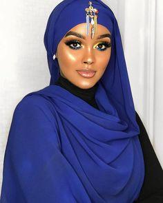 I trust in divine timing the universe has my back💙 Beautiful Muslim Women, Beautiful Black Girl, Beautiful Hijab, Beautiful Ladies, African Beauty, African Women, Niqab, Hair Wrap Scarf, African Royalty
