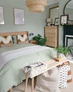 Green Bedroom Paint, Green And White Bedroom, Room Ideas Bedroom, Home Bedroom, Bedroom Decor, Bedroom Color Schemes, Bedroom Colors, Farrow And Ball Living Room, 1930s House Interior