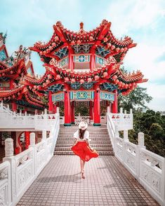 Visit Chinatown in Singapore. 10 Places you have to visit in Singapore! Malaysia Travel, Singapore Travel, Thailand Travel, Asia Travel, Japan Travel, Italy Travel, Croatia Travel, Bangkok Thailand, Hawaii Travel