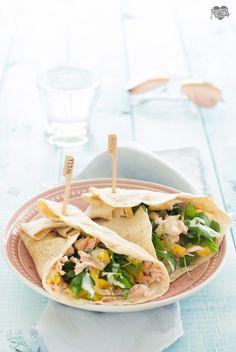 Wraps con salmone fresco, ananas e curry! Un gusto esotico per un piatto fresco e sfizioso! #pineapple #summer  https://blog.giallozafferano.it/passionecooking/wrap-con-salmone-ananas-e-curry/