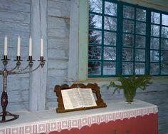 On alkanut aika adventin nyt, ja kynttilä yksi on syttynyt. On syttynyt kaksi kynttilää nyt, ja valo on meille lisääntynyt. On valoa aina vain enemmän, jo sytytän kolmannen kynttilän. Nyt sytyttää neljä kynttilää saa, on joulu jo tullut, riemuitsee maa. 7. joulukuuta, Turkansaaren ulkomuseo, Oulu (Finland)