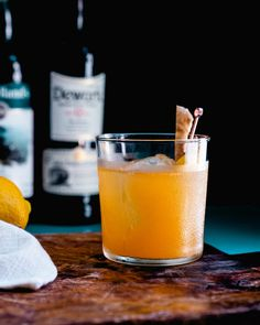 Famous Cocktails, Classic Cocktails, Fun Cocktails, Malt Whisky, Scotch Whisky, Scotch Drink Recipe, Penicillin Cocktail, Scottish Drinks, Girls Night Drinks