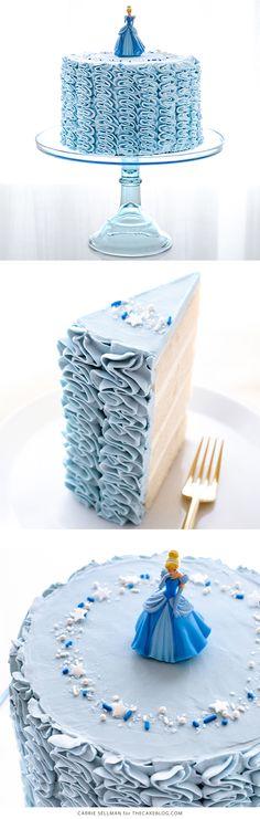 Cenicienta Cake - cómo hacer una torta de cumpleaños Cenicienta con volantes de cuento de hadas | Carrie Sellman para TheCakeBlog.com