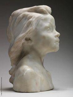 La Petite Châtelaine by Camille Claudel (1895)en marbre de carrare