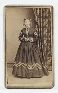 CIVIL WAR ERA CDV, TAX STAMP. LOVELY WOMAN ORNATE RIBBONS. NEWTON, N.J.