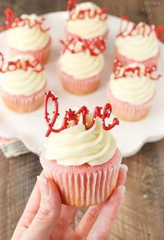 Strawberry Cupcakes with Cream Cheese Frosting - the love toppers make them the perfect treat for Valentine's Day! day cupcakes Strawberry Cupcakes with Cream Cheese: Tasty & Pretty Too! Valentine Desserts, Valentines Baking, Valentine Day Cupcakes, Mini Desserts, Dessert Recipes, Easter Cupcakes, Flower Cupcakes, Christmas Cupcakes, Heart Cupcakes