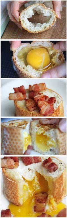 baguette toastée avec oeuf et bacon - mettre votre toast dans la poele. casser l'oeuf dans le toast. faites revenir des lardons, faites cuire votre toast/oeuf. voilaa!