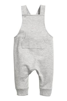 Bib overalls in soft organic cotton sweatshirt fabric. Straps with snap fasteners. Kangaroo pocket and ribbed hems. Toddler Boy Fashion, Toddler Girl Style, Kids Fashion, Baby Outfits, Kids Outfits, Baby Clothes Patterns, Stylish Boys, Bib Overalls, Baby Sewing