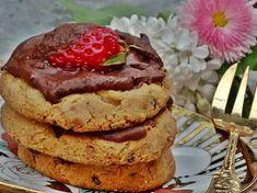 Fursecuri fragede cu merisoare uscate si glazura de ciocolata Pancakes, Cookies, Breakfast, Food, Crack Crackers, Morning Coffee, Eten, Cookie Recipes, Meals