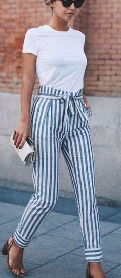 Casual Outfit Ideas For Work Take a look at these chic business casual outfit ideas!Take a look at these chic business casual outfit ideas! Spring Fashion Casual, Look Fashion, Fashion Women, Fashion Clothes, Teen Fashion, Fashion Online, Cheap Fashion, Classic Womens Fashion, Womens Fashion Outfits
