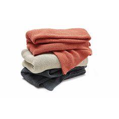 100% Baumwolle recycelt. Zweifädig verstrickt. Da es sich um Recyclinggarn handelt, sind Farbabweichungen möglich. - Decke recycelte Baumwolle