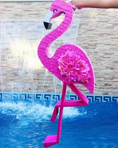 Flamingo #flamingo #flamenco #pink #celebrate #diy #pinata #piñatas #party #tropical #cute