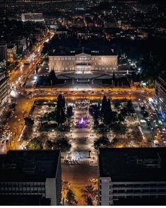 Syntagma square and the hellenic parliament by night! Attica Greece, Athens Greece, Parthenon, Greece Travel, Paris Skyline, Beautiful Pictures, Places To Visit, Around The Worlds, Vacation