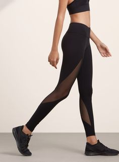 <p>Technical leggings with breathable mesh and quick-dry technology</p>
