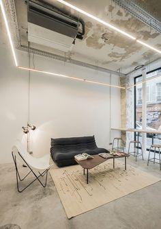 design - DAS Studio converts Parisian factory into indoor cycling studio Loft Interiors, Office Interiors, Tattoo Studio Interior, Deco Restaurant, Loft Interior Design, Indoor Cycling, Lounge, House Design, Studio Design