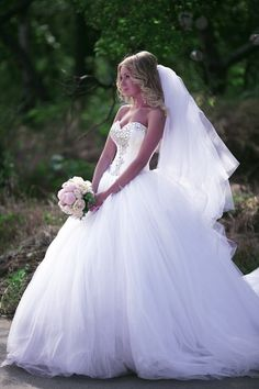 2015 Ball Gown Bridal Dresses Crystal Beading Sweetheart Ruffle Draped Court Train Tulle Wedding Gowns