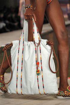New sewing fabric bags fun ideas Canvas Shopper Bag, Best Beach Bag, Reversible Tote Bag, Patchwork Bags, Denim Bag, Fabric Bags, 31 Bags, Cloth Bags, Tote Purse