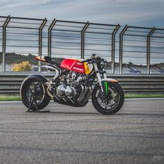 """bike-exif: """"Loving this Honda built for a racing driver, and fitted with Ducati suspension and Laverda bodywork. Great work from Adrián Campos of . 🇪🇸 Exclusive story and photos by at. Moto Cafe, Cafe Racer Motorcycle, Racing Motorcycles, Motorcycle Design, Custom Motorcycles, Vintage Cafe Racer, Custom Cafe Racer, Retro Bikes, Ducati"""