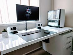 38 The Best Gaming Desk Computer Setup Ideas - Home Bestiest Good Gaming Desk, Simple Computer Desk, Gaming Computer Desk, Gaming Room Setup, Gaming Desk White, Gaming Pcs, Gaming Rooms, Pc Setup, Pc Table