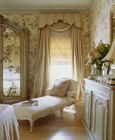 Country Bedroom Ideas to suit tiny cottages and rambling stately homes alike. English country bedrooms their furniture and decoration. French Country Rug, French Country Bedrooms, French Decor, French Country Decorating, Country Style, Country Charm, Bedroom Country, Country Homes, Nicky Haslam