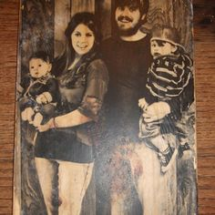 Wooden picture- would be such a great Christmas gift for everyone. Possibly take pictures of each family at thanksgiving.