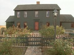 New House Plans Colonial Farmhouse Red Doors Ideas Primitive Homes, Primitive Decor, Saltbox Houses, Old Houses, New England Homes, New Homes, Beautiful Buildings, Beautiful Homes, Early American Homes