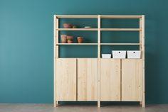 IVAR el armario ideal con 2 secciones o baldas de pino gris.