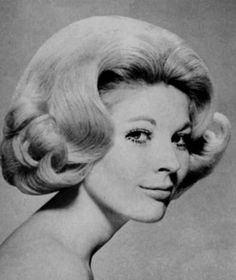 1960 Hairstyles, Classic Hairstyles, Vintage Hairstyles, Beautiful Hairstyles, Eileen Davidson, Helmet Hair, 1960s Hair, Really Short Hair, 1960s Outfits
