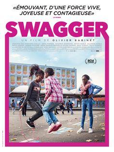 Swagger nous transporte dans la tête de onze enfants et adolescents aux personnalités surprenantes, qui grandissent au coeur des cités les plus défavorisées de France. Le film nous montre le monde à travers leurs regards singuliers et inattendus, leu...