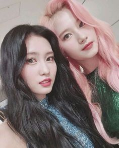 TWICE's Sana and Momo to judge the contestants of JYP's 'Nizi Project'! Over a month ago, the two idols were said to be the guest judges