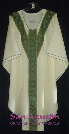 Casulla semigotica con cruz trifida como motivo liturgico.-