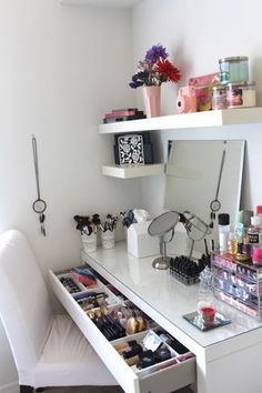 Vanity Trays Click Pic for 17 DIY Makeup Storage and Organization Ideas Easy Org. Vanity Trays Click Pic for 17 DIY Makeup Storage and Organization Ideas Easy Organization Ideas for Bedrooms Rangement Makeup, Cute Room Ideas, Make Up Storage, Storage Ideas, Diy Storage, Storage Hacks, Storage Shelves, Makeup Storage Home, Garage Shelving