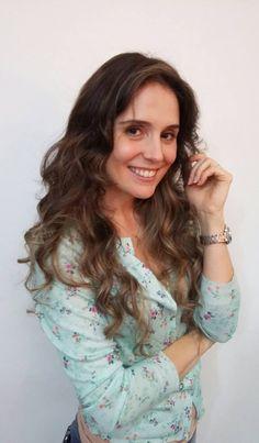 A @cantorajulyguerreroficou ainda mais linda! Ela escolheu iluminar com um tom de dourado quente, que valoriza a pele e é super bem-vindo nas estações mais frias!  #highlight #hair #luzes #blonde #efeitotartaruga #waves #beleza #belezarialimeira