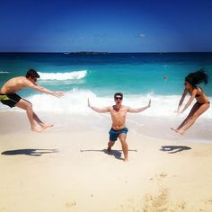 Awesome Idea To Do With Friends At The Beach Does Anyone Else Know Dude In Middle Is Joey Graceffa