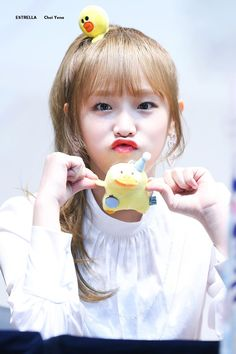 Choi Ye Na   © Estrella Kpop Girl Groups, Korean Girl Groups, Kpop Girls, Bts Kim, Duck Face, Yu Jin, Baby Ducks, Japanese Girl Group, Yuehua Entertainment