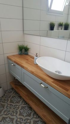 פרויקטים - סבח חדרי אמבטיה Guest Toilet, Downstairs Toilet, Bathroom Plans, Bathroom Layout, Bathroom Design Inspiration, Bathroom Interior Design, Childrens Bathroom, Small Bathroom, Floor Design