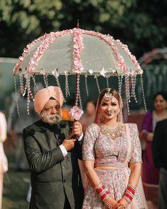 Bridal Poses, Cute Krishna, Asian Bride, Fathers Love, Bride Look, Good Good Father, Father Daughter, Lehenga, Pakistan