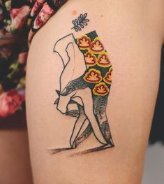 New Elegant Tattoos Splashed With Neon Detail By Joanna Swirska - CutesyPooh Detailliertes Tattoo, Form Tattoo, Hand Tattoo, Leg Tattoo Men, Piercing Tattoo, Tattoo Lyrics, Neue Tattoos, Body Art Tattoos, Sleeve Tattoos