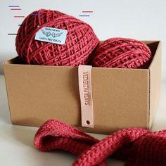 BIENVENIDO SEPTIEMBRE. ESTE BOLSO ES PARA TI. | SANTA PAZIENZIA Crochet Bowl, Diy Crochet, Free Pattern, Diy And Crafts, Reusable Tote Bags, Knitting, Handmade, Magenta, Wallpaper